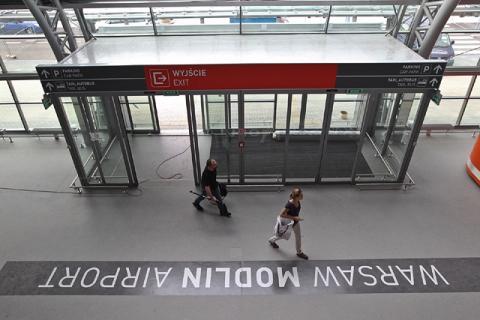 Главный холл аэропорта Варшава-Модлин